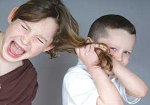 نتیجه تصویری برای مو کشیدن بچه ها